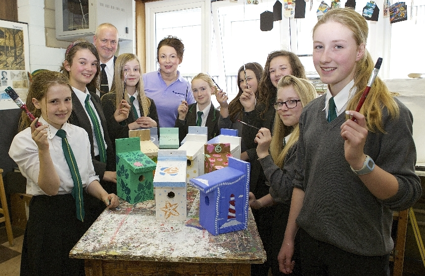 Medina College students decorate birdboxes for The Southern Co-operative stand at Riverfest (2)